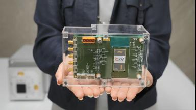 非接触ミリ波バイタルセンサーの小型・高感度化技術を開発